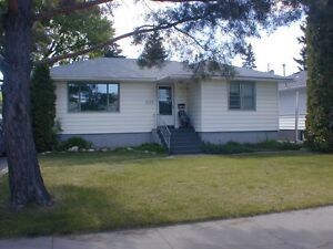 EAST SIDE 3-BEDROOM MAIN FLOOR EWART $1295 INCL UTILITIES