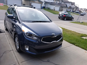 2015 Kia Rondo heated seats 7 seater super low kms