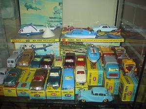Collectionneur de jouets anciens / antique toys collector
