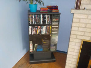 FREE CD / DVD Shelves in excellent condition GRATUIT