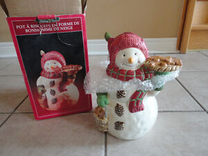 Decorative ceramic snowman cookie jar brand new in box London Ontario image 2