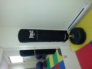 EVERLAST Freestanding punching-workout bag / sac pour la boxe -