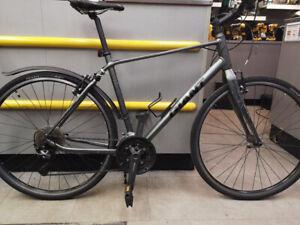Vélo hybride Giant Escape 1 2015 gris noir
