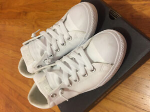 Brand new in box converse sneakers size 8 (men's 5)