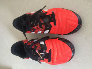 ADIDAS SOCCER CLEATS - YOUTH SIZE 1