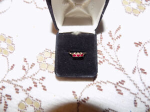 10 kt gold and ruby ring