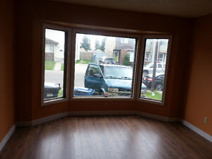 AVAILABLE IMMEDIATELY TO RENT: Three Bedroom House