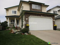 2 STOREY HOME IN CITADEL - MOVE IN READY !!