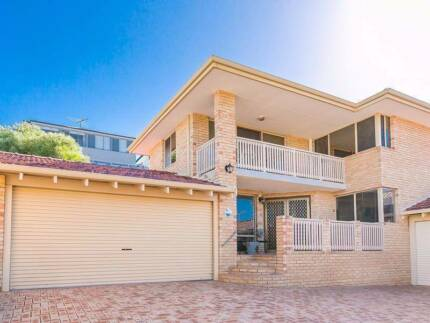 WALK TO THE BEACH - SOUGHT AFTER STREET