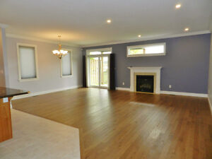 FOR RENT! Immaculate!  Bungalow In Executive Neighbourhood Kingston Kingston Area image 3