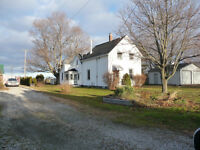 COUNTRY SETTING IN WALLACETOWN CONVENIENT TO EVERYTHING!!