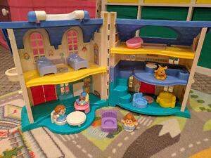 Little People Doll House Cambridge Kitchener Area image 2