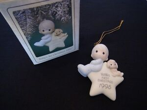 "Precious Moments Christmas Ornament ""Baby's 1 st Christmas 1995"" London Ontario image 3"