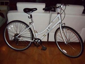 Bicyclette Hybrid Neuf 2016 et vélo minelli et peugeot