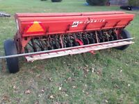 10'McCormich Drill with Grass seeder TRY YOUR OFFER