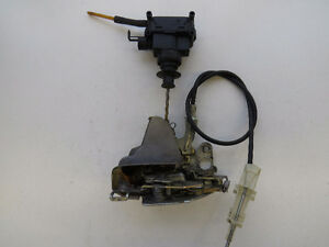 Mercedes-Benz 300CD CE W123 1978-1985 Right Door Latch Lock OEM