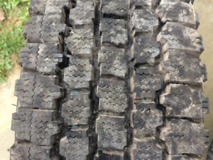 4 Pneus d'hiver Bridgestone Blizzak LT235/85R16