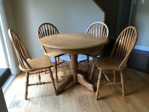 Solid Oak Table; 4 Chairs; 2 Leafs