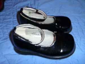 Black Patent Girl's Dress Shoes (Premiere Collection) Size 7 Kitchener / Waterloo Kitchener Area image 2