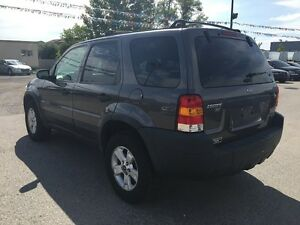 2005 FORD ESCAPE XLT * AWD * PREMIUM CLOTH SEATING London Ontario image 4