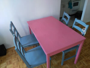 Table et chaises/ Table and chairs