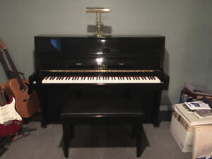 Piano Strauss model UP-110A