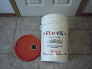 Beer/wine at home fermenting brewing bucket with lid -NEW - $10