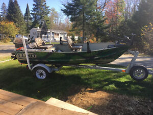 1999 12ft superwide Lund fishing boat