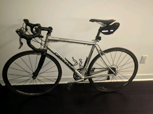Moving out sale:Custom Cannondale bike