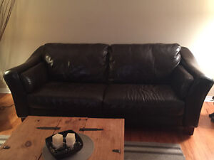 Brown leather couch/ sofa brun en cuir