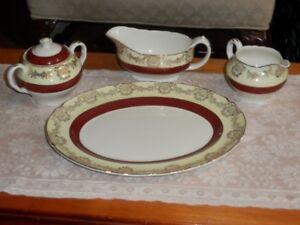 Ensemble de 5 pièces en porcelaine anglaise