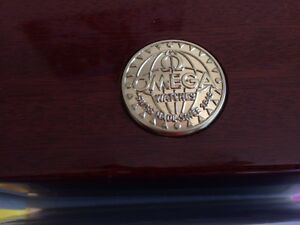 Omega Polished mahogany watch box West Island Greater Montréal image 2