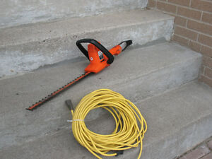 "Black and Decker 16 inch ""deluxe"" electric hedge trimmer"