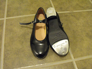 Tap Shoes Size 7.5 (fits 6.5)