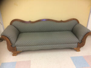 Antique Appearance Couch