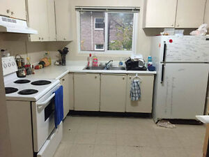 Townhouse 5-minute-walk to UW, Utility Inclusiv, Available Jan.1 Kitchener / Waterloo Kitchener Area image 2