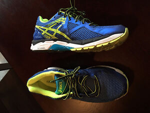 Running Shoes: Asic GT-2000 size 9.5 US.