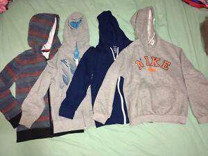 4 Sweaters size medium and 2 more Regina Regina Area image 1