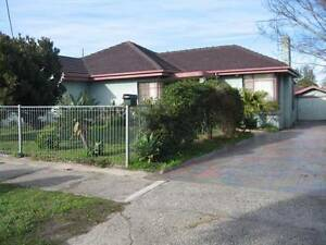 VERY SPACIOUS 4 BEDROOM HOME WITHIN WALKING DISTANCE TO ALL AMENI Huntingdale Monash Area Preview