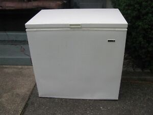 FREEZER  BEAUMONT  APARTMENT SIZE WORKING  CLEAN INSIDE AND OUT