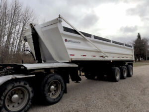 2009 Cross Country End Dump Gravel Trailer/ www.champinassets.ca