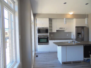Brand new townhouse, Grimsby at Casablanca, steps from Lake Onta