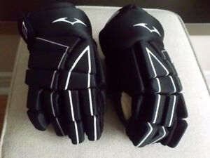 "Hockey Gloves - Like New - 12"" (Lg. Youth/Sm. Adult)"