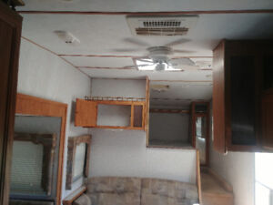 1999 25 Foot 5th Wheel with slideout