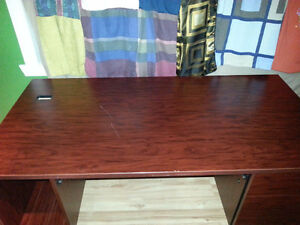 Office Desk for sale / Bureau a vendre