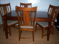Teppermans Dining Room Table with 4 Chairs