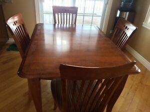 table 4 chaises  et bahut