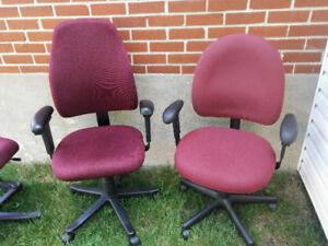 Différentes chaises pour bureau ou travail à l'ordinateur