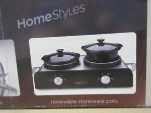 TWIN SIDE BY SIDE 5 QUART CROCK POTS BY HOMESTYLE.. $35.00