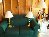 like new love seat and 3 brass coloured lamps